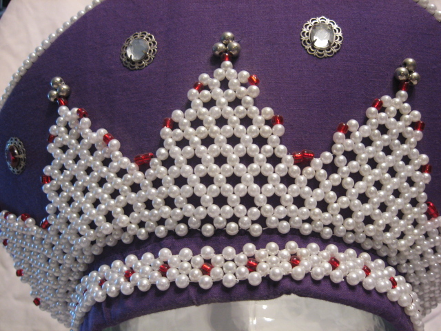 Maiden's Kokoshnik close-up